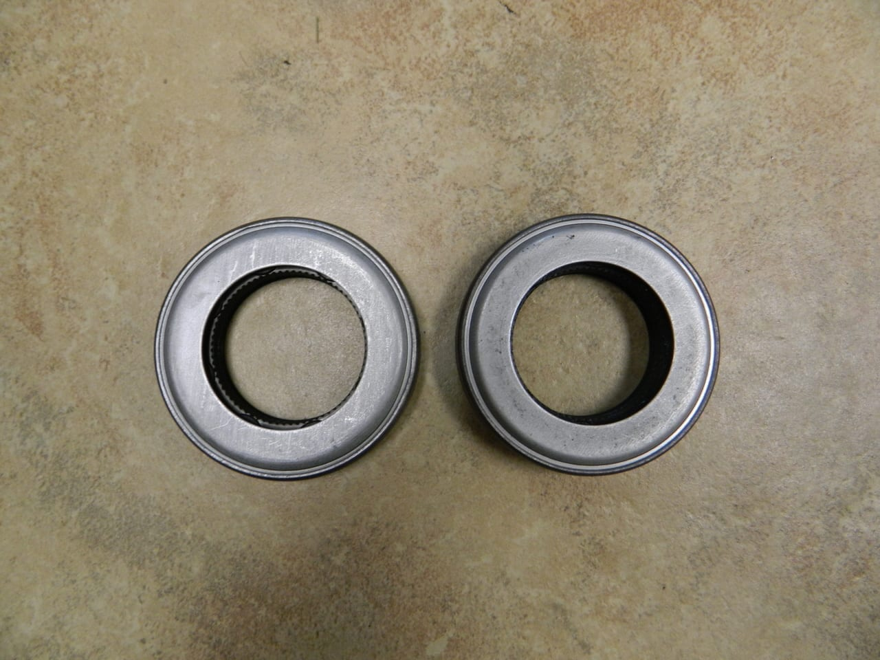 """7.25"""" 4X4 Front Axle Seal Chevy S10 GMC S15 1997-2003 AAM OEM Pair 7.25 IFS"""