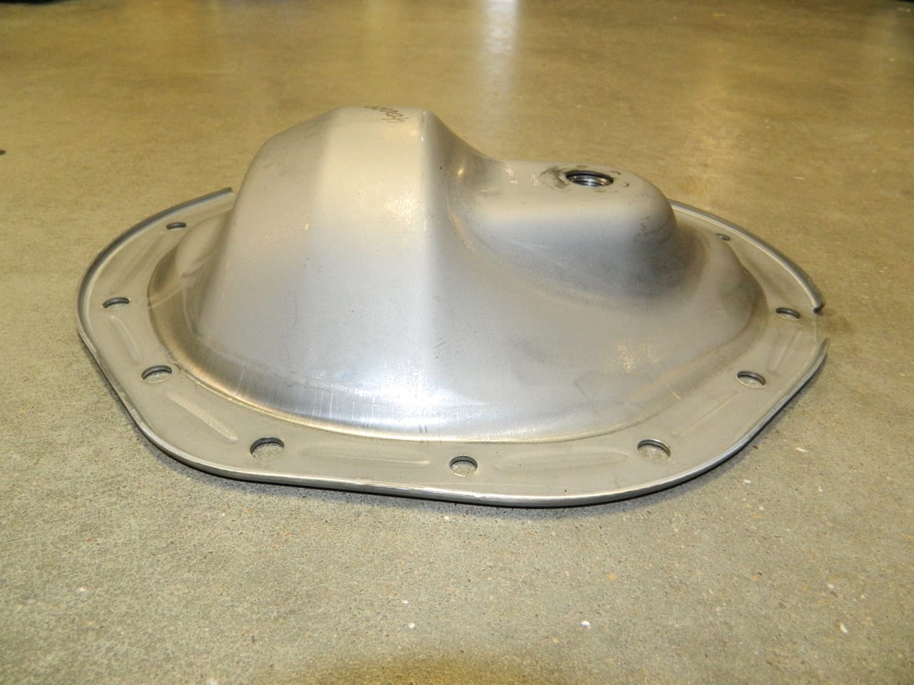 "9.5"" 14 Bolt Differential Cover Chevy GMC 2500 3/4 ton AAM OEM American Axle"