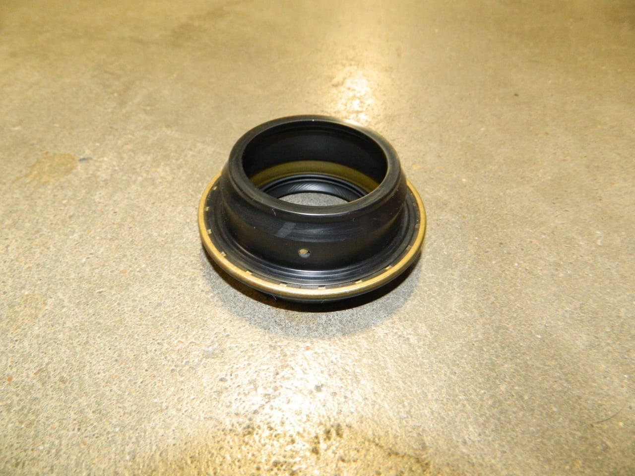Transfer Case Rear Seal 233 241 246 261 263 GM Chevy Dodge 231 Booted