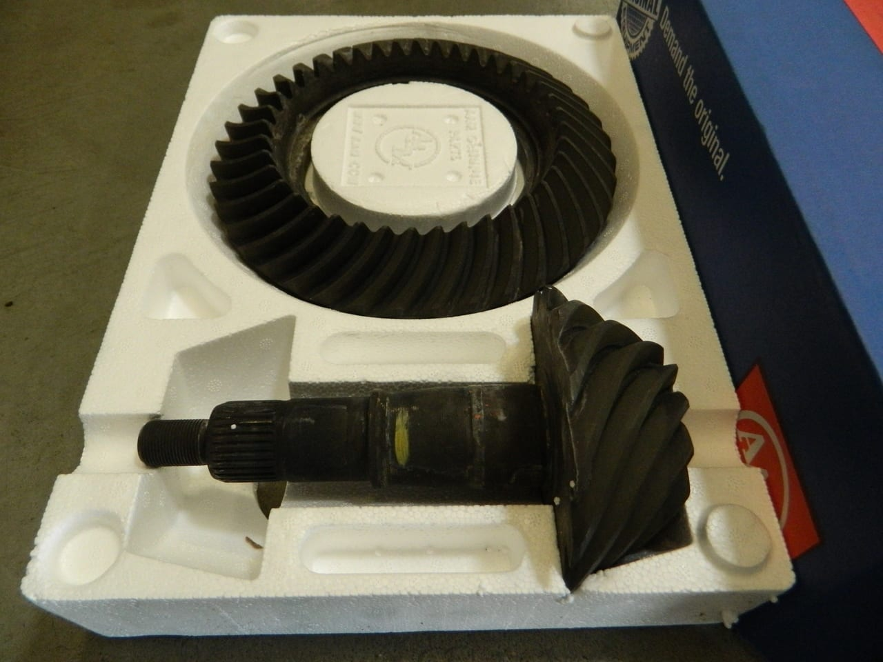 """OEM Ford 8.8"""" 3.08 Ring and Pinion Gear Set 308 ford Mustang F150 Crown Victoria"""