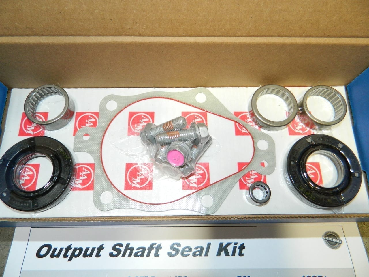 GM8.25IFS Axle Bearing & Seal Kit 4X4 Front Differential 1998+ Chevy 1500 Tahoe Suburban