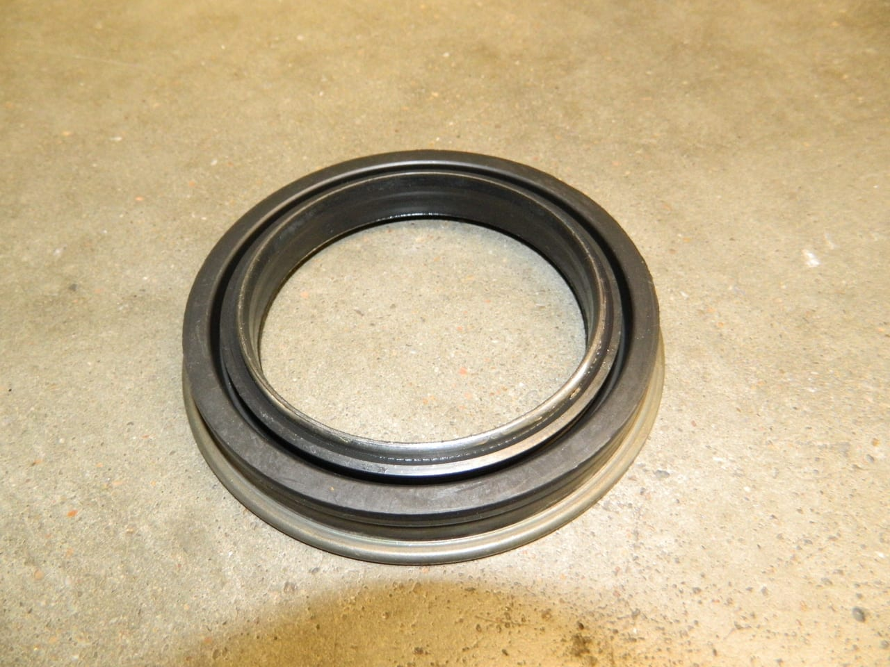 2003+ Dodge Ram 2500/3500 Single Rear Wheel Hub Seal 10.5/11.5 AAM